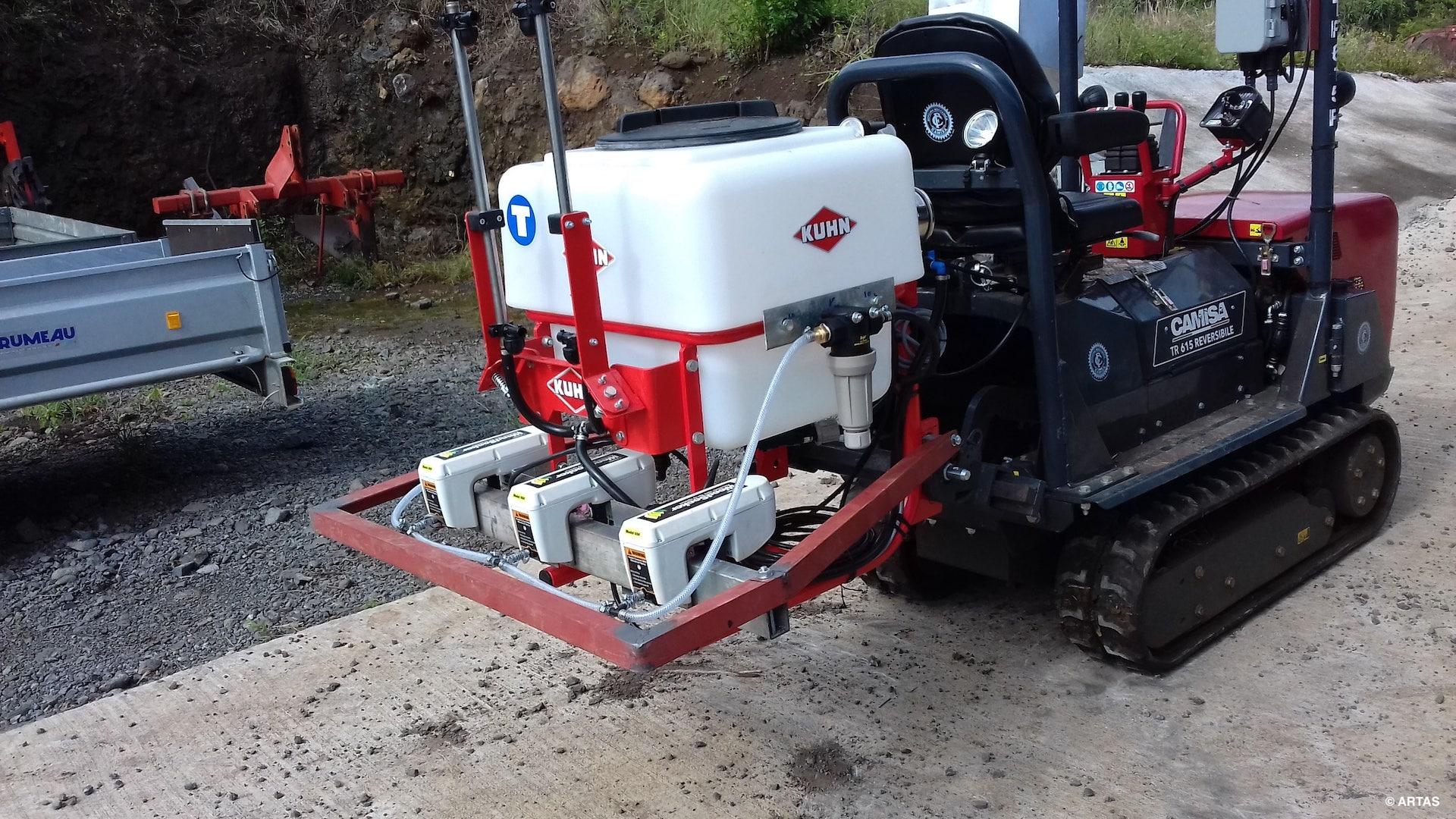 Essai par eRcane dʹun désherbage chimique en plantation de canne à sucre